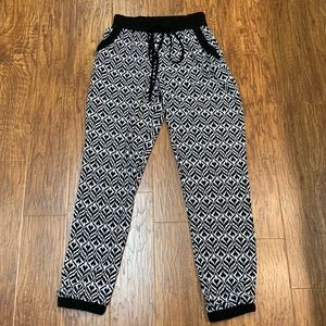 Toska black and white jogger size small